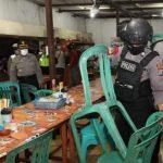 Masyarakat Kooperatif, Pakai Masker dan Layanan Warung Tanpa Meja-Kursi