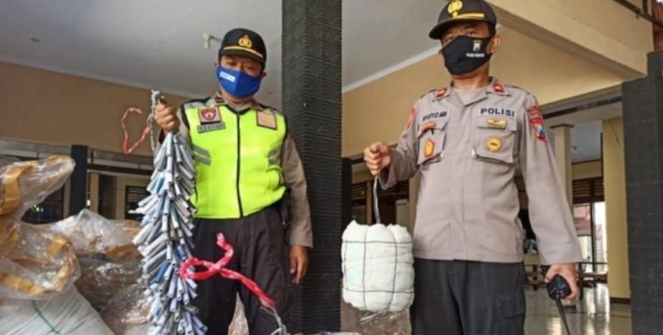 Polres Bojonegoro mengamankan balon udara dan petasan