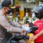 Polres Jombang Sebar Seribu Masker di Titik Rawan COVID-19