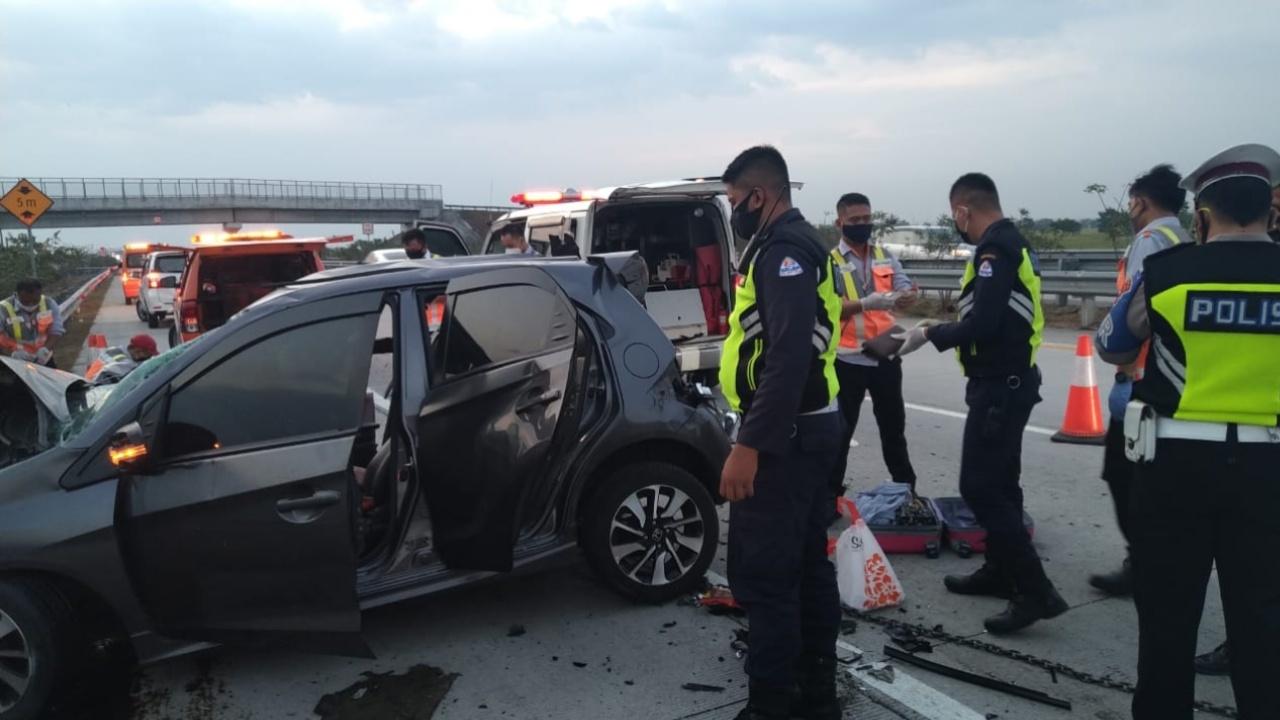 Laka di Tol Jombang, Sopir Honda Brio meninggal Terjepit