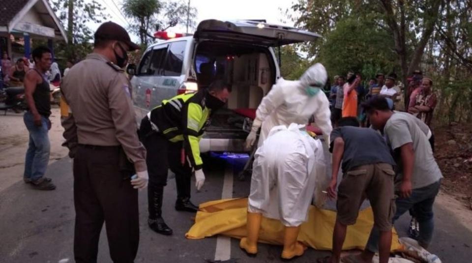 Naik Motor Oleng Kanan, Warga Tuban Tewas Dihantam Tronton