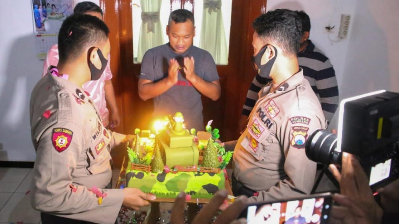 Kapolres Jombang Berikan Kejutan Kepada Kodim 0814 di HUT ke 75 TNI