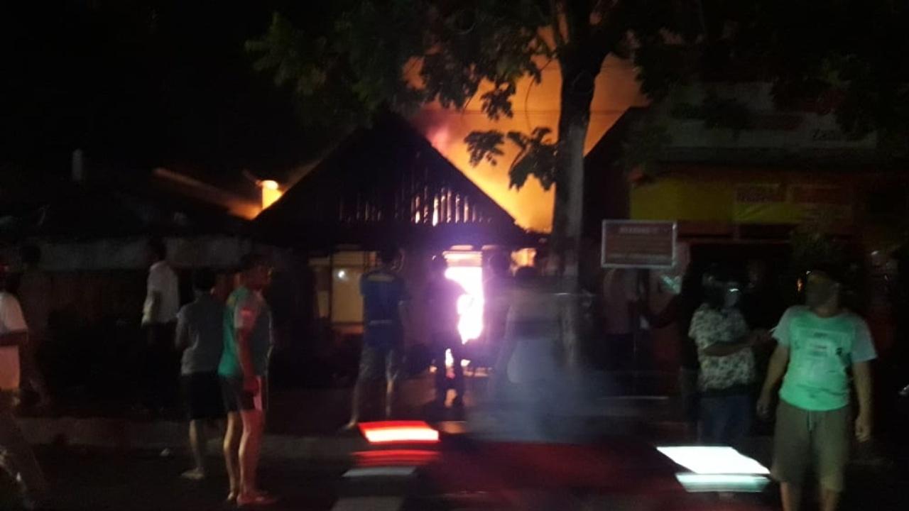 Rumah Kakek Lansia di Mojokerto Hangus Terbakar, Kerugian Rp300 Juta