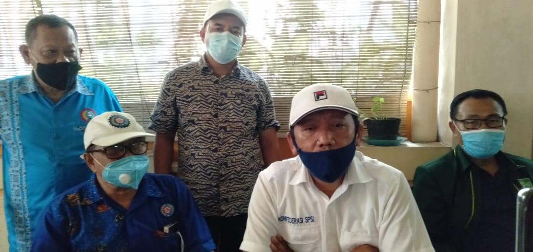 Demo Buruh Tolak UU Cipta Kerja di Surabaya Juga Tuntut Kenaikan UMP
