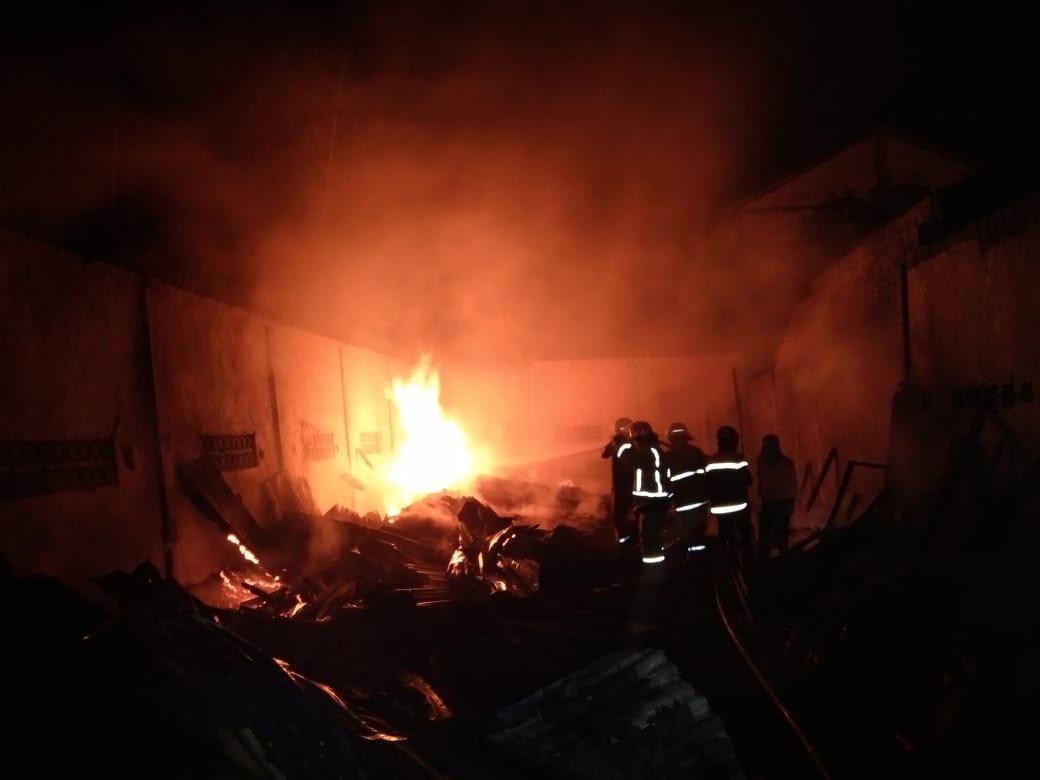 Ditinggal ke Rumah Kakak, Usaha Mebel di Jombang Ludes Terbakar