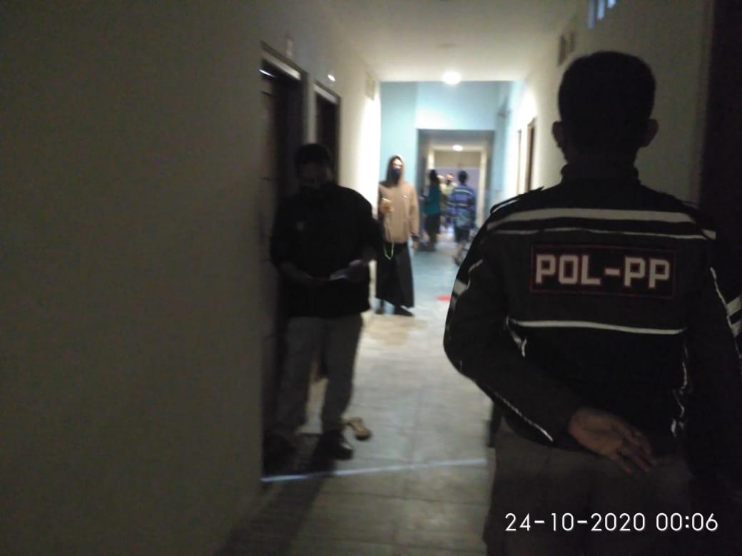 Razia Kos, Satpol PP Kota Kediri Amankan 3 Pasangan Bukan Suami Istri