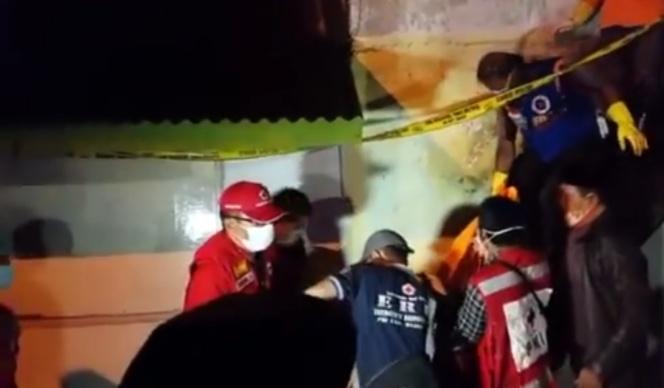 Dibunuh Pakai Celurit, Pria di Mojokerto Tewas Dihadapan Anak dan Istri