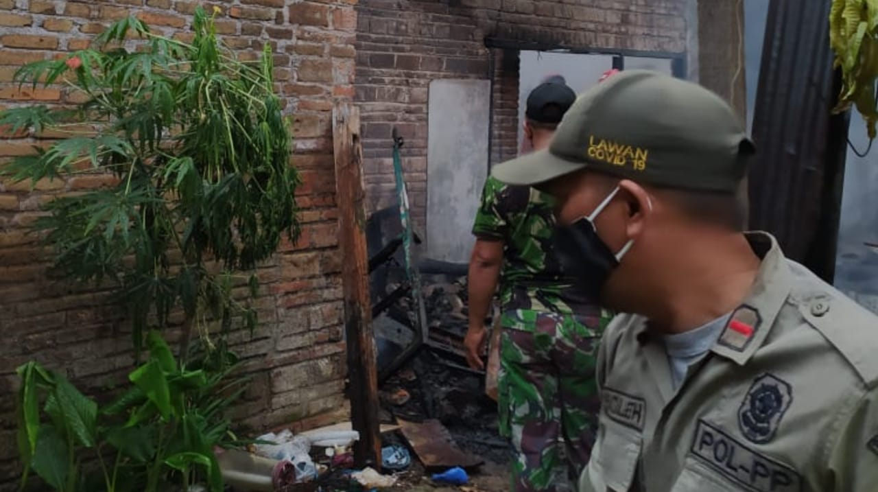 Rumah Terbakar, Warga Semampir Kediri Alami Kerugian di Atas Rp75 Juta