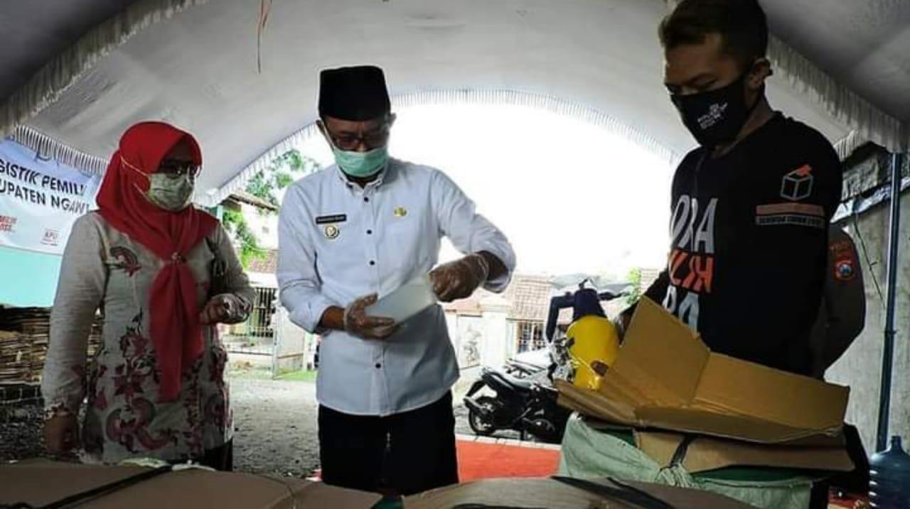 KPU Ngawi Temukan 112 Lembar Surat Suara Pilkada Rusak