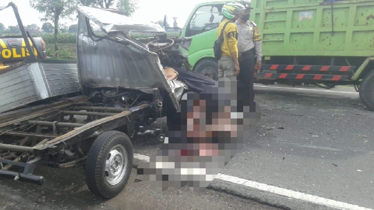 Brak... Tabrakan Mobil di Nganjuk, Kendaraan Ringsek, Sopir Tewas