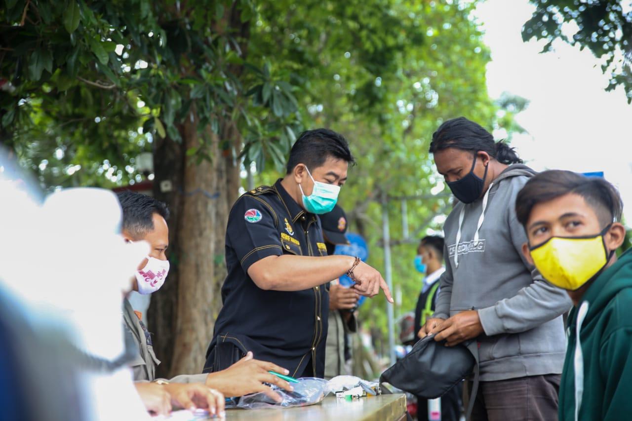 Tim Gabungan Razia Masker Sekaligus Periksa Barang Bawaan Warga Jombang