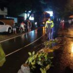 Wanita Pengendara Motor Mio Tewas Tertabrak Truk di Jombang
