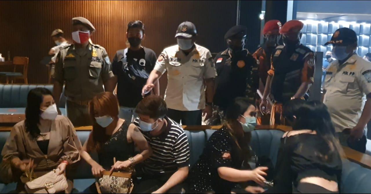 Gerebek Hiburan Malam di Surabaya, Satpol PP Temukan Kerumunan Orang