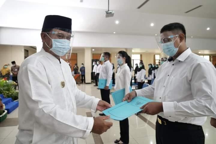 Wali Kota Madiun Serahkan 163 SK CPNS Hasil Seleksi 2019