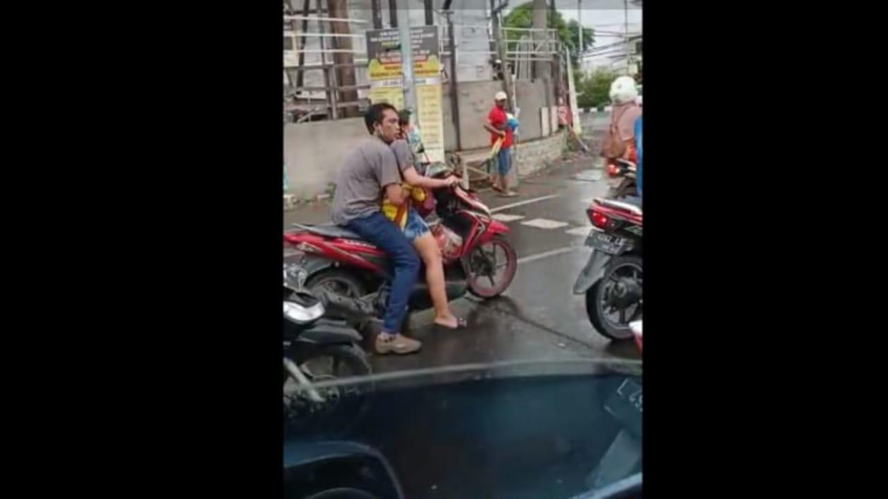 Polisi Selidiki Video Viral Sejoli Naik Motor Mesum di Kawasan Surabaya