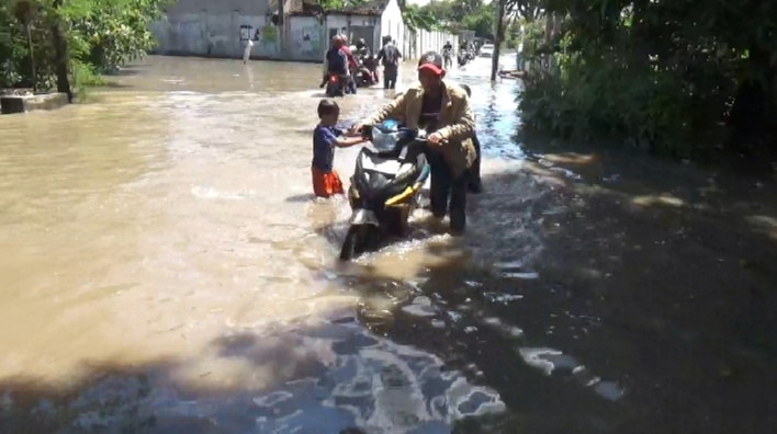 Puluhan Rumah dan Jalan Alternatif Jombang-Mojokerto Terendam Banjir