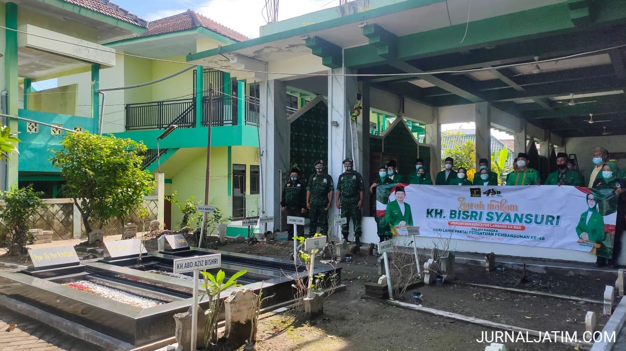 PPP Jombang Ziarah Makam Pencetus Lambang Ka'bah KH Bishri Syansuri