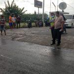 Laka di Jombang, Kakek Asnan Serempet Motor Lalu Oleng Tabrak Truk