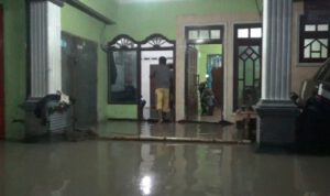 Hujan Deras, Rumah Warga di Sumobito Jombang Tergenang Air
