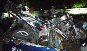 2 Motor Tabrakan di Depan Pabrik Seng Fong Jombang, 1 Orang luka Parah