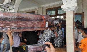 Jenazah Korban Pesawat Sriwijaya Air Dimakamkan Satu Liang di Kediri