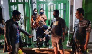 Bacok Warga Jombang, Preman Kampung Sok Jago Terkapar Dimassa