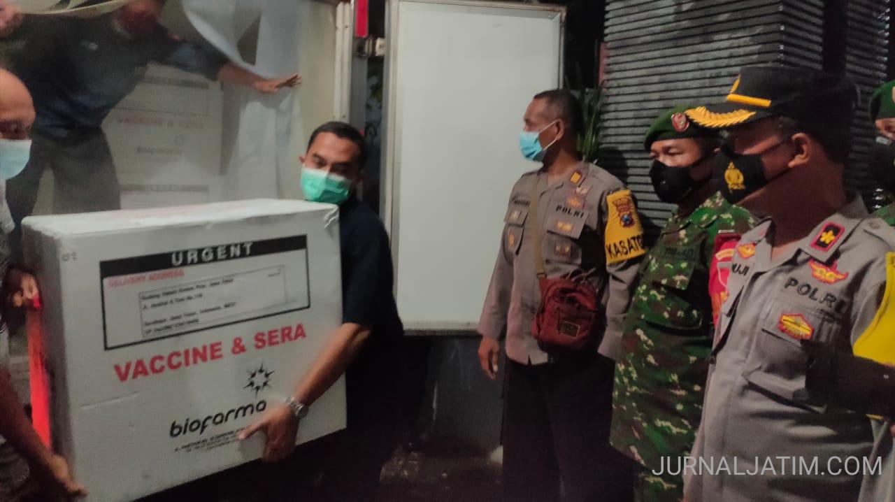 Dikawal Ketat, 4000 Vaksin COVID-19 Tiba di Kabupaten Jombang