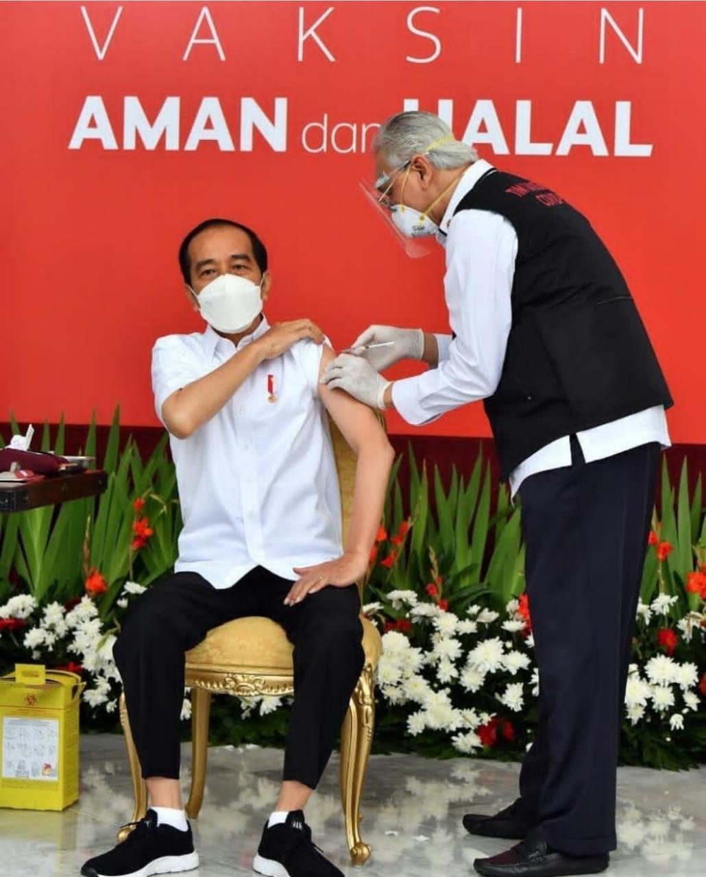 Usai Dicek Kesehatan, Lengan Presiden Jokowi Disuntik Vaksin COVID-19