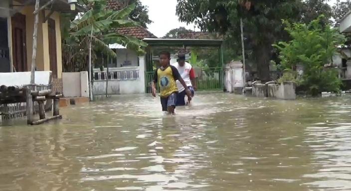 Dua Hari Banjir Jombang, Kebutuhan Makanan Warga Dari Hasil Jimpitan