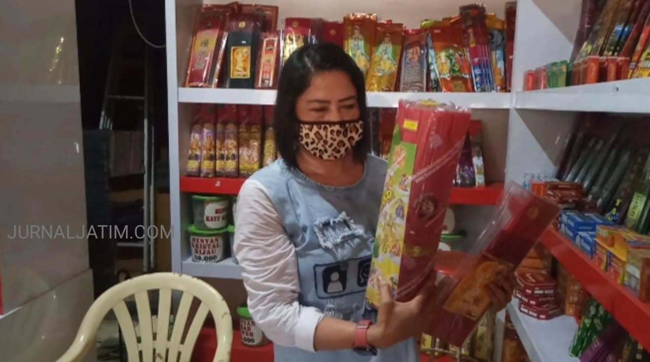Jelang Tahun Baru Imlek, Permintaan Dupa di Jombang Naik 70 Persen