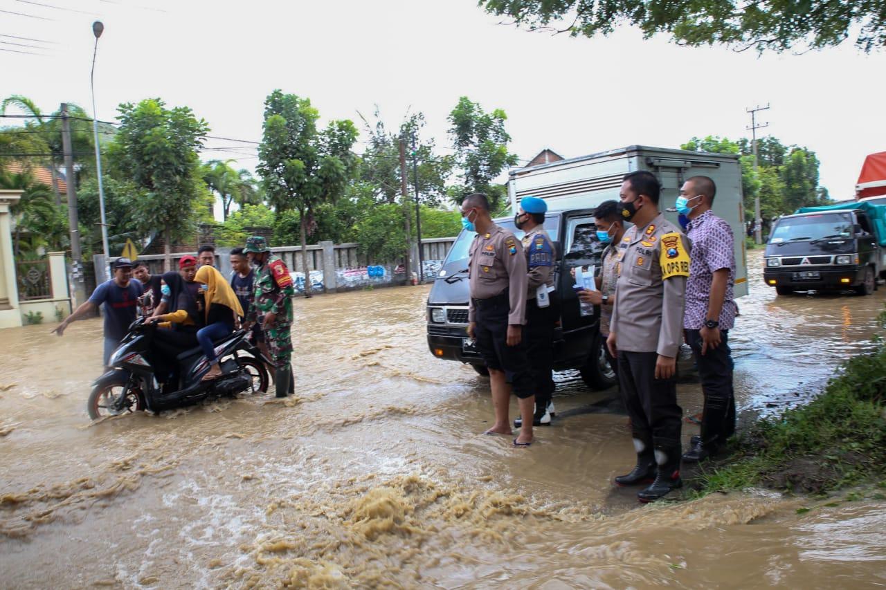 Tanggul Jebol rendam Jalan Raya Nasional di Jombang, Dialihkan Jalur Tol