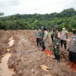 Tinjau Longsor Nganjuk, Kapolda Jatim Kerahkan 400 Personil Cari Korban
