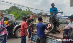 Brak! Warga Jombang Tewas Tabrak Truk Muat Bata di Mojoagung