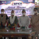 BPKH Bersama Lazuq Salurkan Bantuan Kendaraan Operasional di Ngawi