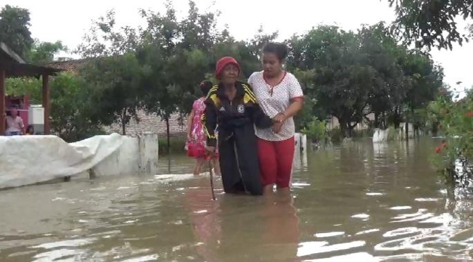 Korban Banjir di Bandarkedungmulyo Jombang Mulai Terserang Gatal-gatal