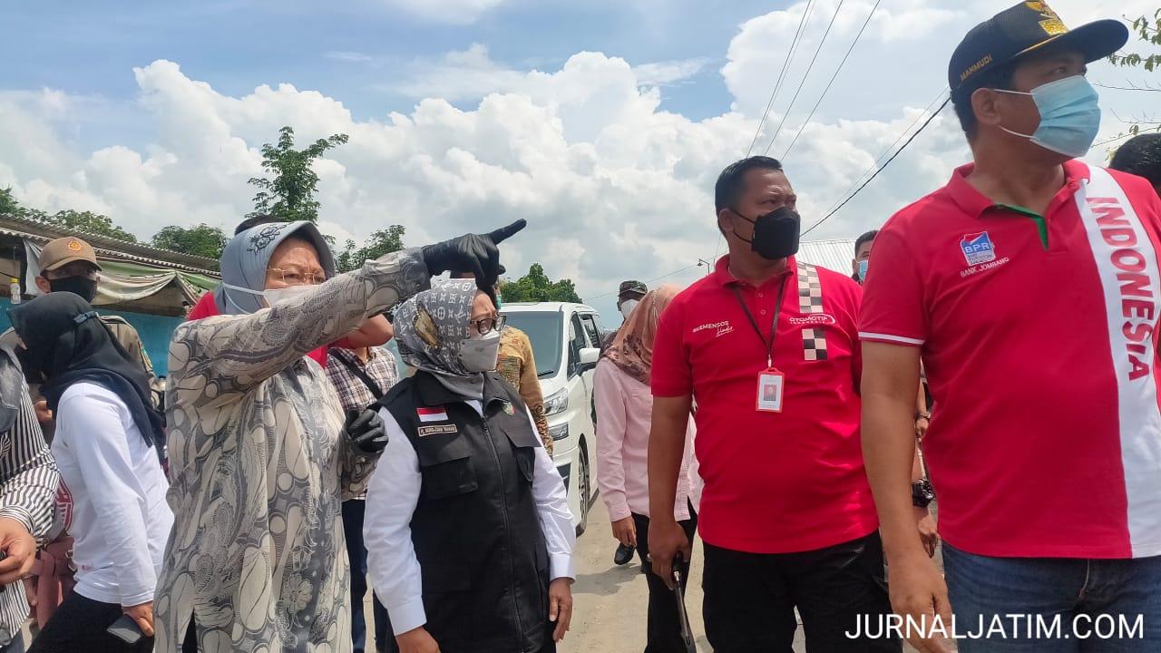 Risma Marah Mobil Pelat Merah Ganggu Distribusi Bantuan Korban Banjir Jombang