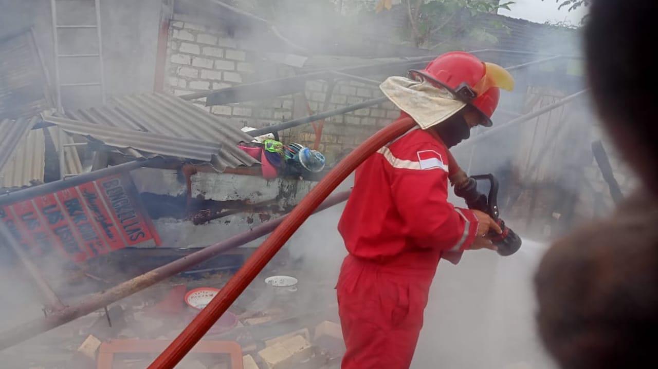Korsleting Listrik, Rumah Tukang Las di Tuban Habis Terbakar