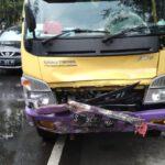 Hendak Mendahului, Truk Tabrak Wanita Pengendara Motor di Jombang