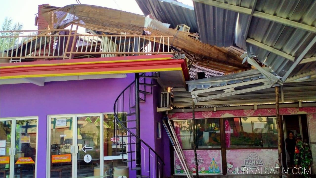 Rumah Makan di Jombang Rusak Diterjang Angin, Kerugian Rp50 Juta