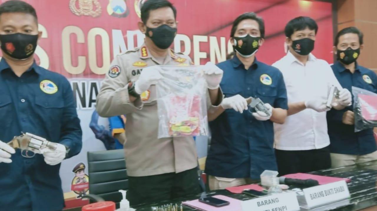 Polda Jatim Tangkap Pengedar Sabu Bersenjata Pistol di Jombang