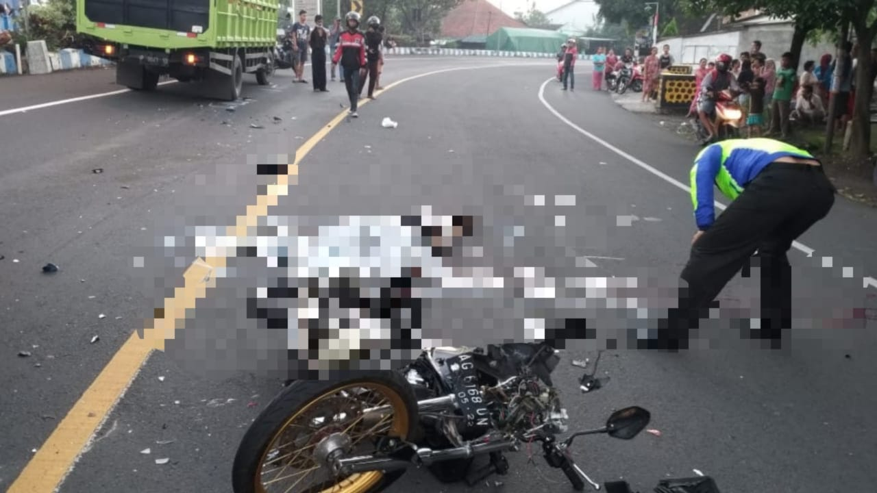 Pengendara Motor Tewas Tabrak Truk di Tikungan Embong Miring Jombang