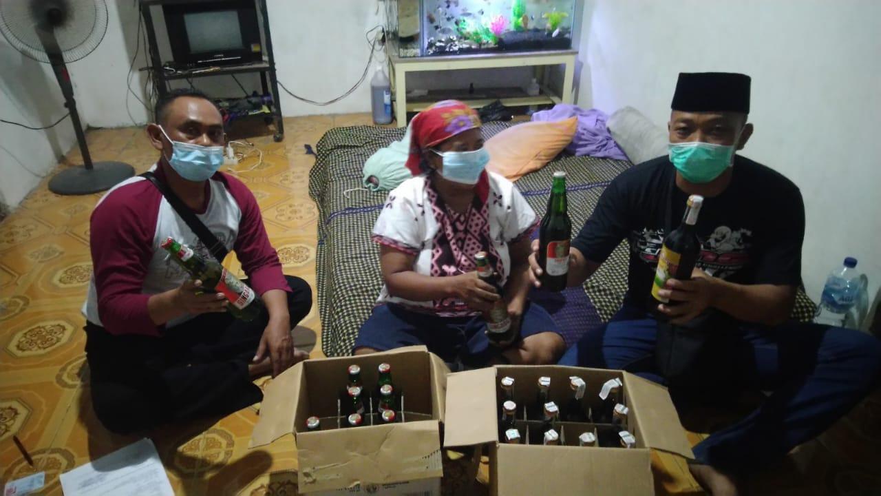 Emak-emak Penjual Minuman Beralkohol di Jombang Diamankan Polisi