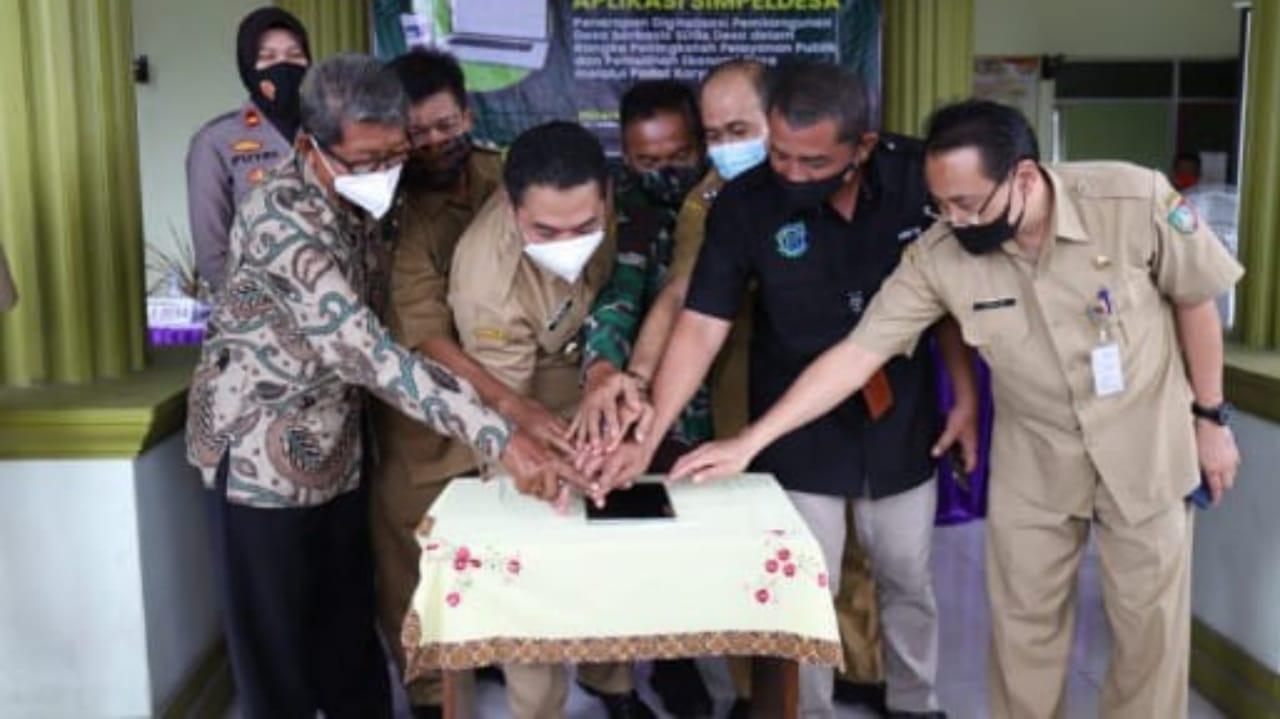 Simpeldesa penerapan digitalisasi layanan administrasi publik di Jombang