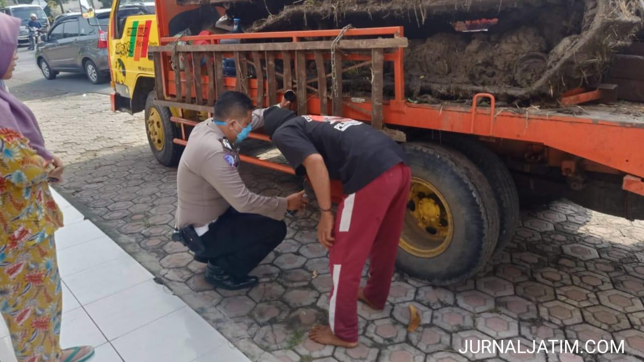 Mendahului Kiri, Kakek 61 Tahun Meninggal Terlindas Truk di Jombang