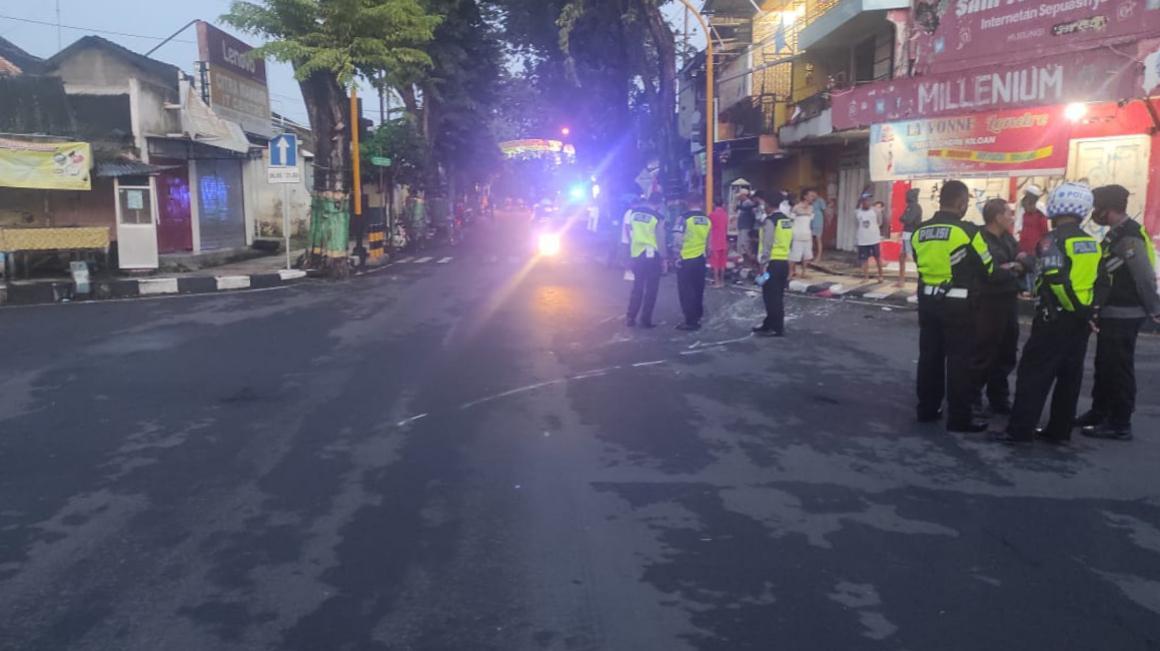 Polisi tangani kecelakaan tiga kendaraan akibatkan 1 orang tewas di Tuban