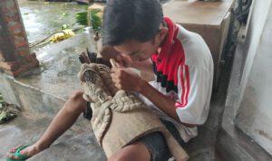 Tekuni hobi kerajinan topeng, pelajar Jombang hasilkan pundi-pundi uang