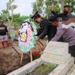 Kapolres Jombang Pimpin Upacara Pemakaman AKP Willono