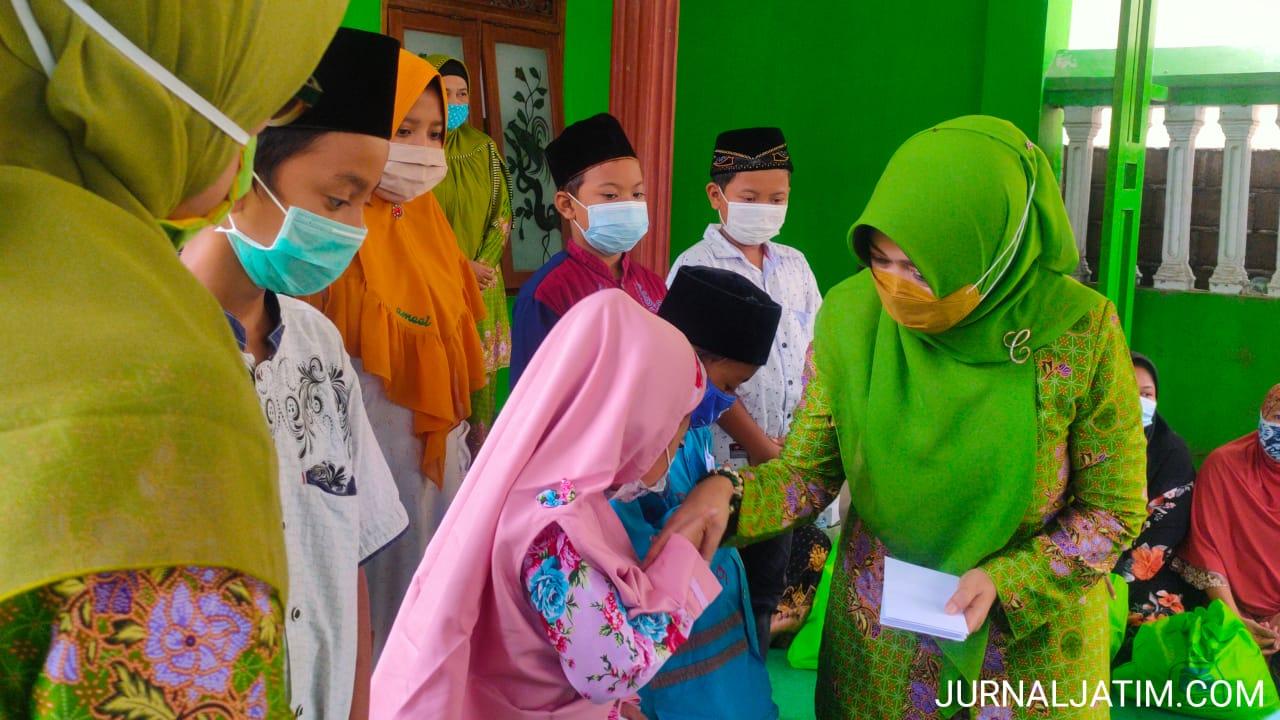 Legislator DPR Ning Ema Santuni Anak Yatim dan Duafa di Jombang