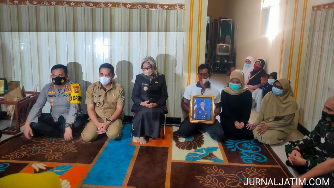 Kapolres Jombang bersama Forkopimda silaturahmi keluarga Kru KRI Nanggala-402