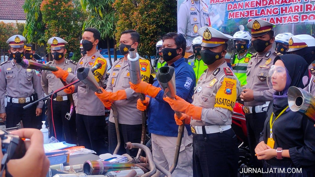 Kapolres Jombang Musnahkan Knalpot Brong Hasil Operasi Ramadan